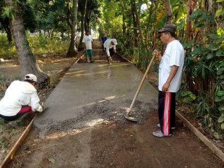 Betonisasi Jalan di BD. Batuagung (Menuju Mushola)