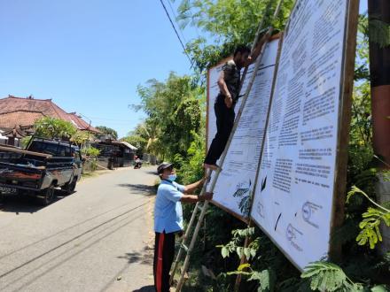Pemasangan Baliho Pengumuman dan jadwal Pemilihan Perbekel Antar Waktu Desa Gerokgak Tahun 2021